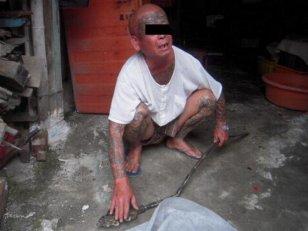 胆大妄为刺青贼 坟区偷窃地藏王法杖 社会 数位高清图片